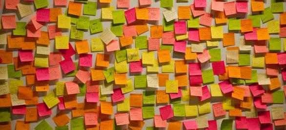 Bewährte Methode, neuer Ansatz: Brainstorming mit Klebezetteln