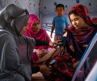 Mit Leapfrogging medizinische Entwicklung vorantreiben | So entwickeln Indien, Nigeria und Uganda ein besseres Gesundheitssystem