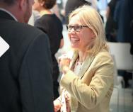 Wir erkennen Wissenslücken und gehen auf diese ein | Dr. Elisabeth Moser von GSK im Best Practice Talk